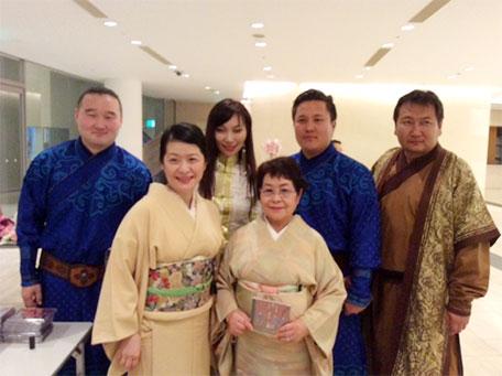 モンゴル演奏家の皆様と記念写真