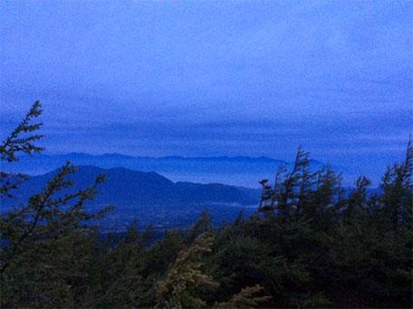夜明け前の奥庭自然公園の展望台