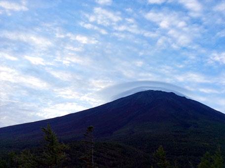 2層の笠雲